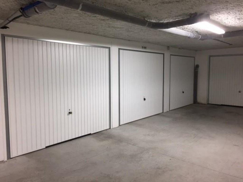 21 - Garages - 1