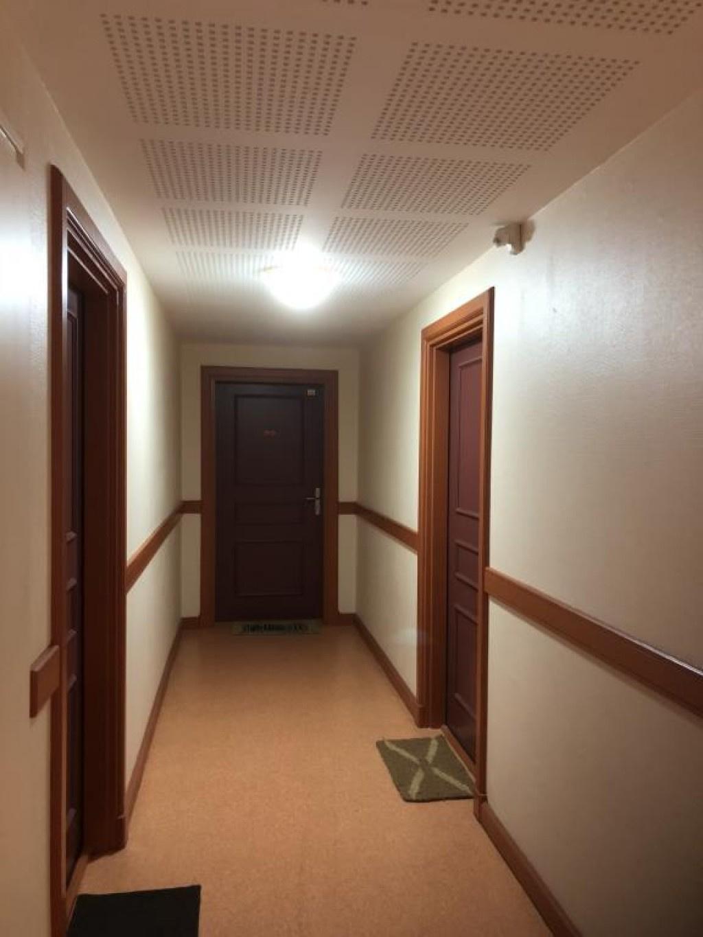 05 - Couloir - Porte 01