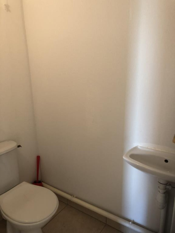 28 - WC